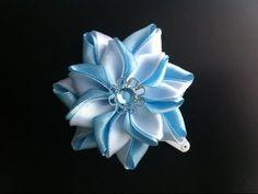 Украшение на заколку Канзаши / Бело-голубой цветок / Цветок из узких лент. - YouTube