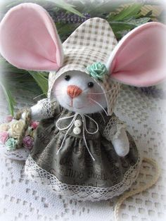 Ideas for sewing patterns free animals english Mouse Crafts, Felt Crafts, Fabric Crafts, Diy And Crafts, Sewing Toys, Sewing Crafts, Sewing Projects, Sewing Patterns Free, Doll Patterns