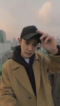 BBHyun_ te ha empezado a seguir. BBHyun_ te ha enviado un mensaje. Chanyeol Cute, Park Chanyeol Exo, Kpop Exo, Kyungsoo, Chanbaek, Exo Album, Exo Lockscreen, Xiuchen, K Idol