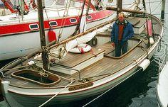 ELLEN er en typisk Fejø-kvase med elliptisk dæksplan og næsten tilbagefaldende stævn. Kvasen er bygget af Jørgen K. Mortensen til en fisker i Hundested. Skibsbevaringsfonden.