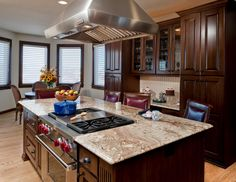 Kitchen remodel guide, The level of sunlight in the room plays a huge role generally in most interior needs to be designed. If one of the rooms doesn't have lots of windows, try out a light shade of paint to create the room less cave-like. Huge Kitchen, Basic Kitchen, Updated Kitchen, Kitchen Decor, Decorating Kitchen, Kitchen Ideas, Traditional Kitchen Cabinets, Kitchen And Bath Remodeling, Create