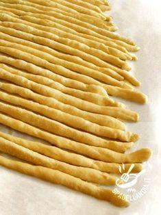 Impasto per grissini gluten free Cooking Bread, Cooking Recipes, Almond Paste Cookies, Focaccia Pizza, Mezze, Pasta Maker, Snacks, Mani, Italian Recipes