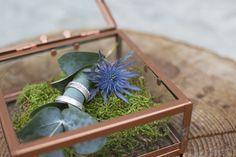 """'zo mooi deze persoonlijke ringen in een glazen doosje""""..."""