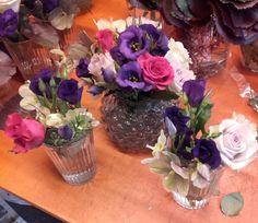 Dekorasjon i en liten vase, og 2 glass som skulle stå sammen. 3/4