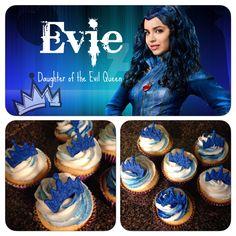 Descendants Evie cupcakes 6th Birthday Parties, 10th Birthday, Birthday Ideas, Birthday Cake, Little Girl Birthday, Bday Girl, Evie Descendants, Disney Decendants, Party Ideas