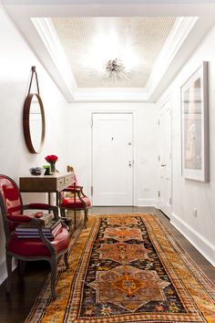 Long runner, round captain's mirror, chairs flanking console #foyer #entryway
