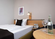 Best Western Hotel Bremen East has a total of 142 guest rooms spread over six floors, including 72 double and 70 single rooms, as well as two hotel suites.