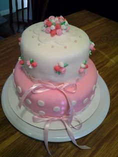 Cute pink cake with little rosette's and pink pearls:)