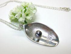 Smykke av sølvbestikk Handmade Silver, Silver Jewelry, Pearl Earrings, Pearls, Fashion, Moda, Pearl Studs, Fashion Styles, Silver Jewellery