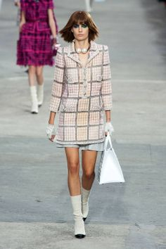 Chanel Spring 2014 Ready-to-Wear Runway