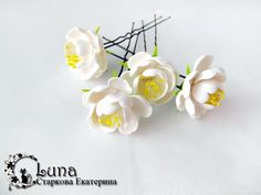 What can I say? I'm a sucker for clay flowers. This tutorial (English version) by Starkova Ekaterina of Stranahandmade.net combines pretty, sculpted flowers and hair pins. This is a great exa…