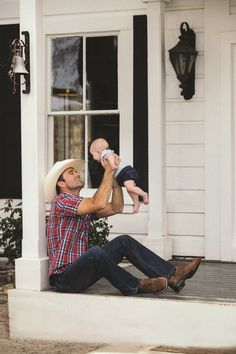 A cowboy in the making. Cute Country Boys, Country Couples, Country Men, Country Babies, Country Farm, Country Life, Country Couple Pictures, Cute Family Pictures, Country Family Photos