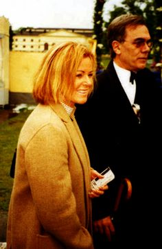 Frida attending a royal outdoor show in 2003.