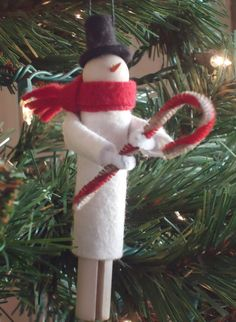 clothespin snowman ornament with pipe cleaner candy cane Snowman Crafts, Christmas Projects, Holiday Crafts, Craft Stick Crafts, Crafts For Kids, Craft Ideas, Handmade Ornaments, Handmade Christmas, Christmas Tree Ornaments