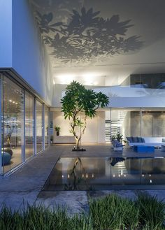 J House by Pitsou Kedem Architects Modern Outdoor Furniture, Outdoor Walls, Indoor Outdoor, Outdoor Spaces, Facade Lighting, Lighting Design, Tree Lighting, Patio Design, House Design