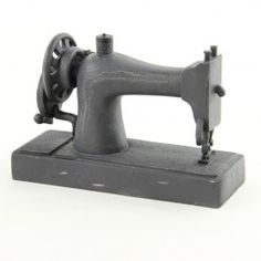 RESIN NOSTALGIC SEWING MACHINE