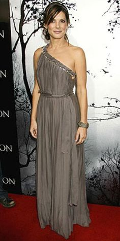 Look of the Day › March 14, 2007 Bullock was statuesque in a Grecian-style gown at the L.A. premiere of her new movie, Premonition. The actress kept her look soft and romantic with a loose updo and minimal makeup.