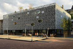 Façade en béton du bâtiment Flon à Lausanne en Suisse réalisée par Creabeton Matériaux