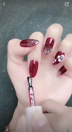 Pretty girls must try this! So beautiful! Nail Art Designs Videos, Nail Art Videos, Simple Nail Art Designs, Easy Nail Art, Pretty Nail Designs, Xmas Nails, Holiday Nails, Red Nails, Red Nail Art