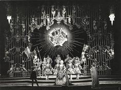 Joan Sutherland als Rodelinda (midden) en Huguette Tourangeau als Bertarido (rechts) in 1973