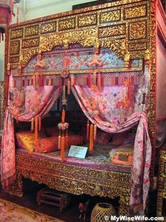 Peranakan bridal room, check out what's underneath the bed i.e. a hen and a cock?
