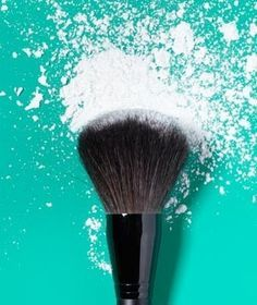 I LOVE WHOEVER FIGURED THIS OUT!!!!!! Makeup can last all day by using cornstarch as makeup protector. Mix it with a bit of foundation  your face stays dry  non greasy all day. Praise God for this pin!