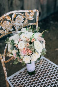 Pastel bouquets: http://www.stylemepretty.com/little-black-book-blog/2015/03/23/rustic-summer-wedding-at-the-dana-powers-house/ | Photography: Jen Rodriguez - http://www.jen-rodriguez.com/