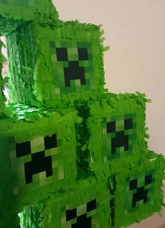 Minecraft party favor boxes, mini piñata #Minecraft #Minecraftparty #kidparty