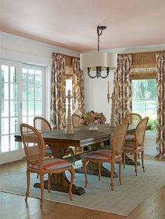 Dining Room: Here, warmer tones prevail, from the dark wood table and the patterned fabric to the peachy glow of the pale coral ceiling. Colored Ceiling, Pink Ceiling, Ceiling Color, Shabby, Country Living Magazine, Studio Room, Room Tour, Country Decor, Bedroom Country