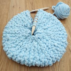 How to Small round knitted pillow.