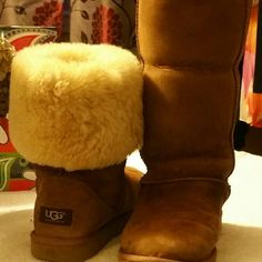 UGG boots UGG  boots upper leather, lining genuine sheepskin, outer sole rubber. Up to 12 inches high. UGG Shoes Winter & Rain Boots