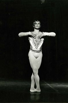 Rudolf Nureyev in La Bayadere, Palais Garnier, Photo by Andre Chino. Ballet Boys, Male Ballet Dancers, Dance Ballet, Rudolf Nureyev, History Of Dance, La Bayadere, Bollywood, Famous Dancers, Vintage Ballet