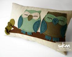 Sukan / TurquoiseGreen Owls Pillow Cover 12x20 inch por sukanart