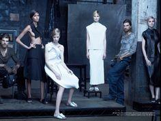 Отличные фотографии. Очень оригинальная идея, фактурные лица и восхитительные наряды. Оригинал взят у ira_la в Vogue Italia, january 2014
