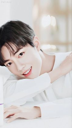 So clean, so freaky, I have yet to stop myself from swooning everytime I see his face. Xiao Zhan's smile is infectious and invites anyone to smile with him when he's smiling too. Most Handsome Actors, Handsome Boys, Korean Boys Ulzzang, Ulzzang Boy, Annoying Pictures, F4 Boys Over Flowers, Wallpaper Fofos, Cute Asian Guys, Boy Idols