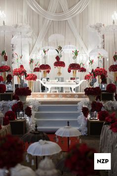 A Grand looking 'Pelamin' for a Malay wedding in Kuala Lumpur. Malaysia Wedding Photography by NZP www.nazimzafri.com