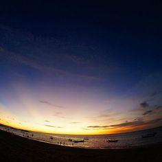 """【gaahaafat1】さんのInstagramをピンしています。 《Crepuscular rays...Bali island snap バリ島はクタのビーチで見た夕暮れの薄明光線。しかし誰が命名したんだろ、""""薄明光線""""て言葉。無駄にかっこいい。""""天使の梯子""""っていう表現も好きだけどね #indonesia #bali #baliisland #kuta #crepuscularrays #sky #sunset #twilight #magichour #magictime #sea #インドネシア #バリ島 #クタ #クタビーチ #薄明光線 #夕焼け #夕暮れ #日没 #水平線 #海 #空 #トワイライト #マジックアワー #マジックタイム #旅 #世界旅行 #世界一周 #写真好きな人と繋がりたい》"""
