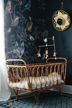 Wouldn't go with the very dark walls but l would love to come across a vintage crib line this one. It's precious.