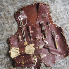 Picture of Airship mechanic tool vest. This is COOOOL! Steampunk Cosplay, Steampunk Mechanic, Steampunk Vest, Mode Steampunk, Steampunk Halloween, Steampunk Crafts, Steampunk Goggles, Steampunk Clothing, Steampunk Fashion