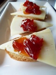mermelada de pimientos rojos Gourmet Appetizers, Appetizer Recipes, Good Food, Yummy Food, Tasty, Weed Recipes, Salty Foods, Cooking Time, Finger Foods