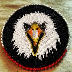 American Indian Decor, Native American Crafts, Native Beadwork, Native American Beadwork, Seed Bead Patterns, Beading Patterns, Beading Ideas, Native American Moccasins, Beaded Cross