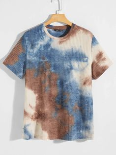 Designs Tie Dye, Tie Die Shirts, Tie Dye Colors, Unisex Fashion, Men Fashion, Tie Dye Patterns, Tie Dyed, Apparel Design, Fashion Branding