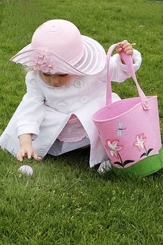 ❀ ❋ ❁ Delightful ✾ ❁ ❃  I love her hat and Easter basket!