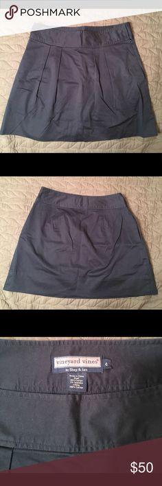 Vineyard Vines Navy Blue Skirt Size 4 Great quality, hardly worn. Skirt has pockets!! Vineyard Vines Skirts Mini
