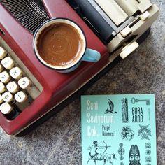 Öykünün güçlü sesi Bora Abdo'nun yeni kitabı Seni Seviyorum. Çok, Marmara'nın soğuk sularına aşkın silik notalarını bırakıyor.