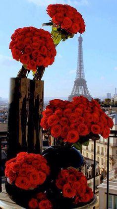 My Paris Valentine's Day! Receiving Jeff Leatham Rose bouquets at the Four Seasons George V Paris- what this man does with flowers. Tour Eiffel, Torre Eiffel Paris, Deco Floral, Arte Floral, Floral Design, Paris 3, I Love Paris, Montmartre Paris, Beautiful Paris