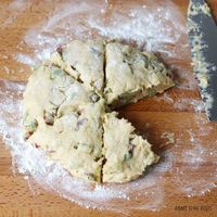 Rhubarb Vanilla Scones – Bake to the roots Breakfast Items, Breakfast Recipes, Dessert Recipes, Scone Recipes, Rhubarb Desserts, Rhubarb Recipes, Rhubarb Scones, Rhubarb Cake, Muffins