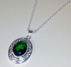 925 Silberkette fein mit 925 Silber-Anhänger und grünem Stein !  Valentinsday is comming !  Valentinsday is comming !