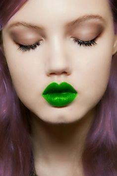 How to Wear Green Lipstick - Nadyana Magazine