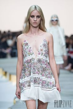 Roberto Cavalli Spring-summer 2015 - Ready-to-Wear - http://www.flip-zone.net/fashion/ready-to-wear/fashion-houses-42/roberto-cavalli-4984 - ©PixelFormula
